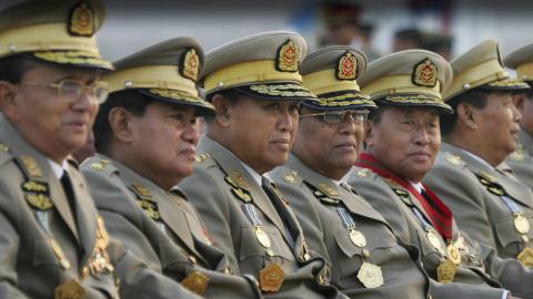 Transition démocratique et junte militaire en Birmanie